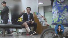 2013.11.07 <뉴스12> 감독관 차가 수험생 덮쳐…수험생 등 9명 부상 / 곽선정