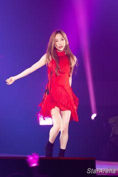 181117 's. Taeyeon Concert in Hong Kong Sooyoung, Yoona, Snsd, Kpop Fashion, Korean Fashion, Taeyeon Wallpapers, Yuri, Kim Tae Yeon, Fashion Design Sketches