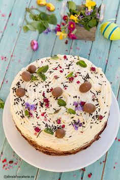 TORT CU TREI BLATURI SI TREI CREME DE CIOCOLATA | Diva in bucatarie Cheesecake, Birthday Cake, Desserts, Opera, Food, Sweets, Deserts, Pies, Tailgate Desserts