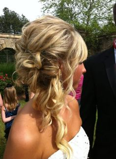Long messy hair pinned up to the side for a cute bridesmaid hair . Side Hairstyles, Homecoming Hairstyles, Fancy Hairstyles, Wedding Hairstyles, Wedding Updo, Quinceanera Hairstyles, Hair Styles 2014, Medium Hair Styles, Long Hair Styles