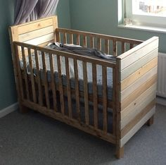 Rustic Baby Cribs, Wooden Baby Cot, Baby Crib Diy, Baby Furniture, Home Decor Furniture, Baby Bedroom, Kids Bedroom, Baby Crib Designs, Diy Wood Stain