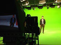 schuhplus Schuhe in Übergrößen startet im virtuellen TV-Studio mit neuer Rubrik: Schuh des Tages - präsentiert von store manager Alexander Heimann. https://www.schuhplus.com/blog/cat/18/Schuhe+des+Tages/