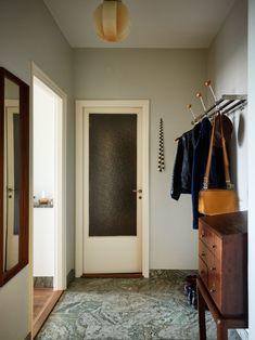 Interior Walls, Home Interior, Interior Architecture, Interior And Exterior, Interior Design, Flur Design, Hall Design, Mid Century Modern Kitchen, Entry Hallway