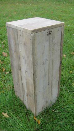 Zuil van oud steigerhout.