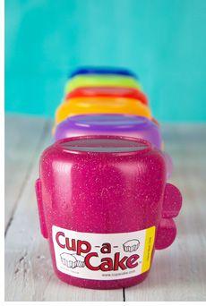 Les contenants Cup-a-Cake sont conçus pour maintenir bien en place un muffin ou un petit gâteau recouverts d'un glaçage. Pour 4 contenants : $15.99 Allergies Alimentaires, Boite A Lunch, Beverages, Drinks, Place, Coca Cola, Soda, Canning, Products