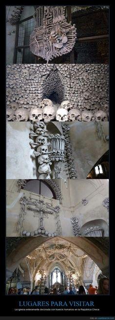 LUGARES PARA VISITAR - La iglesia enteramente decorada con huesos humanos en la República Checa   Gracias a http://www.cuantarazon.com/   Si quieres leer la noticia completa visita: http://www.estoy-aburrido.com/lugares-para-visitar-la-iglesia-enteramente-decorada-con-huesos-humanos-en-la-republica-checa/