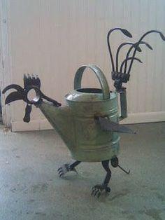 Rooster!  Garden art made from metal scraps. How clever! #GardenArt