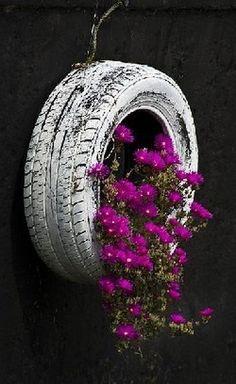 maceta reciclada/ Old Tire/ Recycle /Garden idea