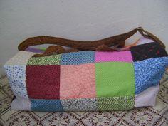 sacola colorida para viagem.