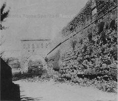 Porta Chiusa, detta Querquetulana, nell'autoparco dell'Anas tra Via della Sforzesca e Via Monzambano, era una Porta sul limite del recinto del Castro Pretorio, chiusa già in età tardoantica. Anno: 1864