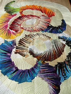 Kuniko Saka: Brilliance another quilt to amaze your eyes, this time from Japan Can you imagine it with paint chips? Patchwork Quilting, Longarm Quilting, Free Motion Quilting, Machine Quilting, Quilting Projects, Quilting Designs, Art Quilting, Quilt Art, Patch Quilt