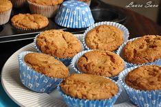 Acestemuffins de post cu unt de arahide nu vor fi doar pe placul iubitorilor de unt de arahide, cum e Bogdi meu drag :D , ci si al celor care nu stiu inca...daca sa il deteste sau sa-l iubeasca :P Untul de arahide, dupa coacere, e foarte putin prezent, gustul muffins-urilor imprumutand un