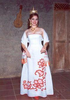 Hermosos vestidos estilizados panameños, los tome de algunas páginas en el internet
