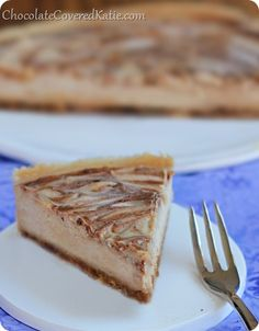 Raw Cinnamon Swirl Cheesecake: {no bake} Cinnamon Roll Cheesecake chocolatecoveredk… . contains no cream, no dairy, no gluten, no soy, and. Healthy Sweets, Healthy Dessert Recipes, Delicious Desserts, Yummy Food, Raw Desserts, Gluten Free Desserts, Just Desserts, Cinnamon Roll Cheesecake, Cheesecake Recipes