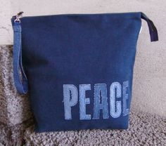 Vanity case in heavy cotton fabric with letters of recycle jeans.