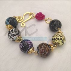 Hermosa pieza, ¡piedras, color y dorado! ¡Línea #Colors! #AMC #AnnaMariaCavallo #accesorios #woman #orfebrería #design #style #fashion #moda #beauty #love #DiseñoNacional #loveit