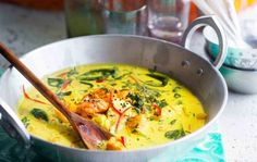 Goalainen kalacurry Cheeseburger Chowder, Thai Red Curry, Soup, Ethnic Recipes, Dinner Ideas, Turmeric, Supper Ideas, Soups
