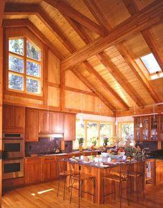 Drewno + wysoki strop = kuchnia perfekcyjna!