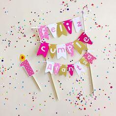 Somos parte de tus momentos especiales ✨ Banderines personalizados #JoliandGift Birthday Party Decorations Diy, Diy Party, Diy Cake Topper, Cupcake Toppers, Puppy Party, Candy Bouquet, Ideas Para Fiestas, Party In A Box, Cupcake Party