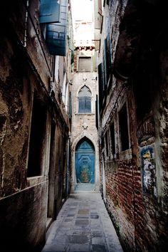 venetian alleys - always magic around each corner or at the end of an alley.