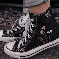 Dr Shoes, Swag Shoes, Hype Shoes, Me Too Shoes, Converse Noir, Black Converse, Sneakers Fashion, Fashion Shoes, Aesthetic Shoes
