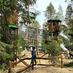 Ranuan eläinpuisto sai uuden vetonaulan, kun lähes tuhannen neliömetrin kokoinen Tiikeripuisto avattiin. Kokonaan uusittu leikkipuisto sisältää monipuoliset leikki- ja kiipeilyvälineet. Sen merkkipaaluina toimivat 9,6 metrin korkeuteen kohoavat tornileikit oikean kokoisine tiikerihahmoineen. Leikkipuistoa täydentää pienille lapsille suunniteltu Farmi. Lappset suunnitteli puiston kokonaisuuden yhteistyössä asiakkaan kanssa ja toimitti sekä asensi leikkivälineet. Holiday Resort, Playground, Creative Design, Entertaining, Park, House Styles, Building, Places, Home Decor