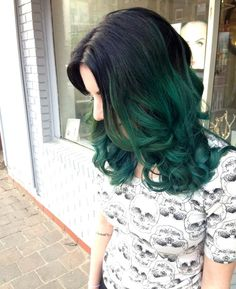 Black to teal green ombre hair color~ Wonderful turquoise hair color for black medium hair girls~