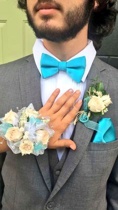 Corsage and boutonniere with seashells and seahorse inside! Prom Corsage And Boutonniere, Corsage Wedding, Flower Corsage, Wrist Corsage, Prom Couples, Prom Poses, Prom Dance, Prom Flowers, Perfect Prom Dress