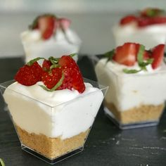 Strawberry cheesecake shooters - Drizzle Me Skinny! Strawberry cheesecake shooters - Drizzle Me Skinny!Drizzle Me Skinny! Mini Desserts, Just Desserts, Delicious Desserts, French Desserts, Elegant Desserts, Desserts Menu, Lemon Desserts, Yummy Food, Cheesecake Shooters
