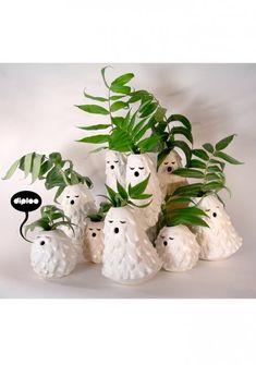 Singing ceramic vases by Diploo Studio Ceramic Clay, Ceramic Vase, Ceramic Pottery, Slab Pottery, Cerámica Ideas, Art Diy, Weird And Wonderful, Vases Decor, Decorative Objects