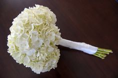 DIY wedding flower bouquet (hydrangeas). Less than $20 and only 20 minutes to make.