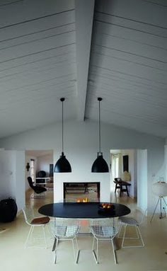 MINIMAL- SPACE SEPARATION living room, dining room the idea of the dining/living with a double sided fireplace and vaulted ceiling Appartement Design, Apartment Interior Design, Scandinavian Home, Renting A House, Side Chairs, Interior Architecture, Living Spaces, Sweet Home, New Homes