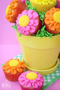 How to make a buttercream flower cupcake bouquet (Make Bake Celebrate).Great for Mother's Day.