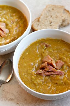 Momma's Split Pea and Ham Soup ~ This particular soup isn't the most beautiful soup, but don't let that fool you, because it sure is mighty tasty! It's also incredible easy. Momma's Split Pea and Ham Soup ~ This particular soup isn't th Easy Split Pea Soup, Green Split Pea Soup, Split Pea Soup Recipe, Pressure Cooker Soup Recipes, Slow Cooker Soup, Ham Bone Soup, Leftover Ham Recipes, Pea And Ham Soup, Best Soup Recipes