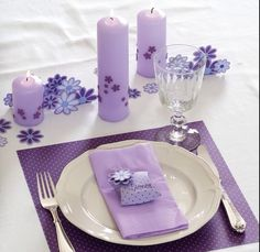 Bordækning Purple Table Decorations, Decoration Table, Wedding Decorations, Christmas Decorations, Wedding Table Seating, Table Place Settings, Purple Wedding, Wedding Themes, Holidays And Events