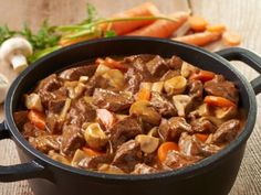 Hovězí po burgundsku No Salt Recipes, Easy Dinner Recipes, Stew, Dairy Free, Menu, Gluten, Treats, Food, Fitness