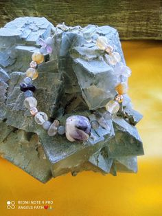 Χειροποίητο ενεργειακό βραχιόλι με ενεργειακές ημιπολύτιμες πέτρες απο αιματίτη χρυσό , ρουτιλούχο χαλαζία , μωβ ίολιτη και αμέθυστο. Ιδιότητες : Χαρίζει και ενεργοποιεί ενάν βαθύ και ξεκούραστο ύπνο , κατευνάζει το θυμό, τη ζήλια, τον εκνευρισμό και λειτουργεί αντικαταθλιπτικά Decorative Boxes, Frame, Home Decor, Picture Frame, Decoration Home, Room Decor, Frames, Home Interior Design, Decorative Storage Boxes
