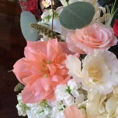 Enamorada de mis flores de papel crepé!! Y de mis pistilos... Si alguien quiere... Comparto mis pistilos.. No son caros.... Hechos en Ciudad Mexico...