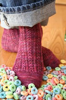 Froot Loops- very fun sock pattern, need to make another! Froot Loops- very fun sock pattern, need to make another! Loom Knitting, Knitting Socks, Knitting Patterns Free, Knit Patterns, Hand Knitting, Yarn Projects, Knitting Projects, Crochet Projects, Knitting Ideas