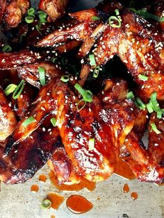 HONEY SRIRACHA WINGS | 21 INSANELY DELICIOUS GAME DAY FOOD AND DRINK RECIPES FOR AN EPIC PARTY