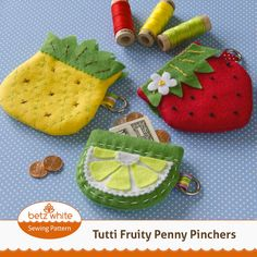 Cute felt fruit coin pouches - pineapple, kiwi, and strawberry. What a cute gift idea!