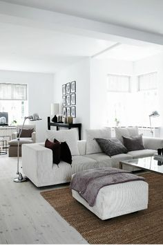 faux wood blinds keep the clean lines of this room modern yet elegant! ♥
