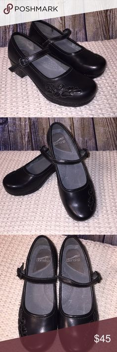 Dansko Savanna Mary Jane clogs Excellent like-new condition.  These have an adorable embroidered design on the toe and are in Mary Jane Style. Dansko shoes are excellent in quality and comfort.  Size 9(39) Dansko Shoes
