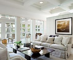 WSH <3 this chic livingroom. For a similar coffee table, see our Nassau collection.