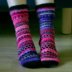 Beginning: CO 20 sts using Judy's Magic Cast On. Add 4 sts on every row for 5 rows (total 40 sts). Add 4 sts on every other row for 5 rows (total 60 sts). Wool Socks, Knitting Socks, Hand Knitting, Knitting Patterns, Mittens Pattern, Pullover, Leg Warmers, Ravelry, Knit Crochet