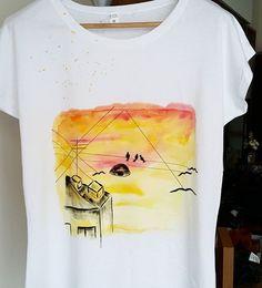 """""""Kuşlar sen kuşları boş ver  evler yerlerinde değiller aşkım, sakın sen kuşlara uyma."""" Sokaklardan, evlerden ve elektrik tellerinden ilhamla...#tshirt #cool #design #tasarim #instagood #fashion #tbt #maker #handpainted #handmade #homemade #illustration #illustagram #illust #painting #colorful #drawing #sketch #fashion #blogger #wearing #clothing #karaköy #kadıköy #bird #sunset #streetart"""