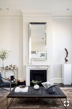 Understated but stylish living room with black leather furniture Interior Design Minimalist, Interior Design Kitchen, Interior Decorating, Decorating Tips, Design Bathroom, Decorating Websites, Bathroom Interior, Interior Paint, Contemporary Interior Design