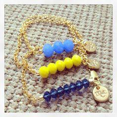 Pulsera de cadenita tonos azules y amarillo