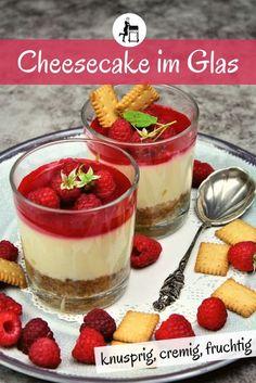 Der Himbeer Cheesecake im Glas ist ein perfektes Dessert für jede Party. Und er hat das ganze Jahr über Saison - außerhalb vom Sommer dann eben mit aufgetauten Himbeeren. Und, ihr könnt es euch vielleicht schon denken: das leckere & einfache Käsekuchen Rezept lässt auch mit allen anderen Beeren einfach umsetzen!  #beeren #cheesecake #käsekuchen #himbeeren #kuchen  #kuchenrezept #backen #torte #kaffeekränzchen #dessert #nachspeise#süßspeise #kochen #essen  #rezepte Sorbet, Cheesecakes, No Bake Cake, Parfait, Baked Goods, Panna Cotta, Buffet, Food And Drink, Rolls