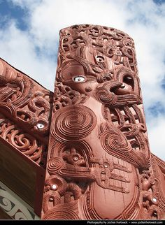 Maori Carving, Whakarewarewa Village, New Zealand Wood Carving Designs, Wood Carving Art, Bone Carving, Abstract Sculpture, Sculpture Art, Bronze Sculpture, Auckland, Maori Face Tattoo, Simple Wood Carving